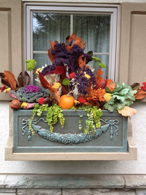Fall gardening, fall decor, DIY fall, fall holiday, garden containers, popular pin, container gardening, container gardening hacks.