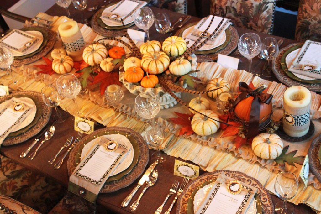 Thanksgiving, Thanksgiving projects, fall holiday, fall holiday projects, tablescapes, holiday tablescape, Thanksgiving table