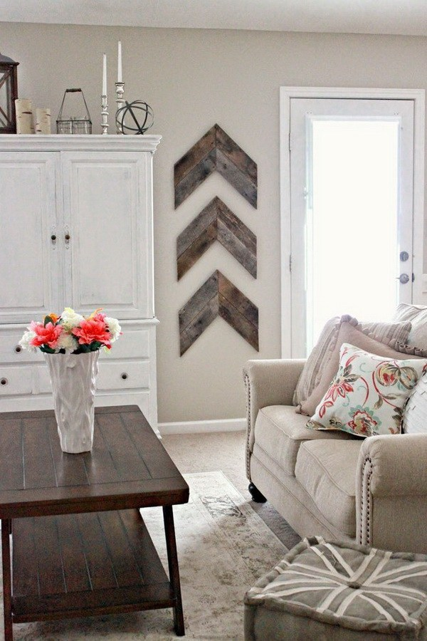 Do you love amazing rustic home DIYs? If you do, you will love these ideas! Reclaimed chevron wood patterns on the wall will always be in style.