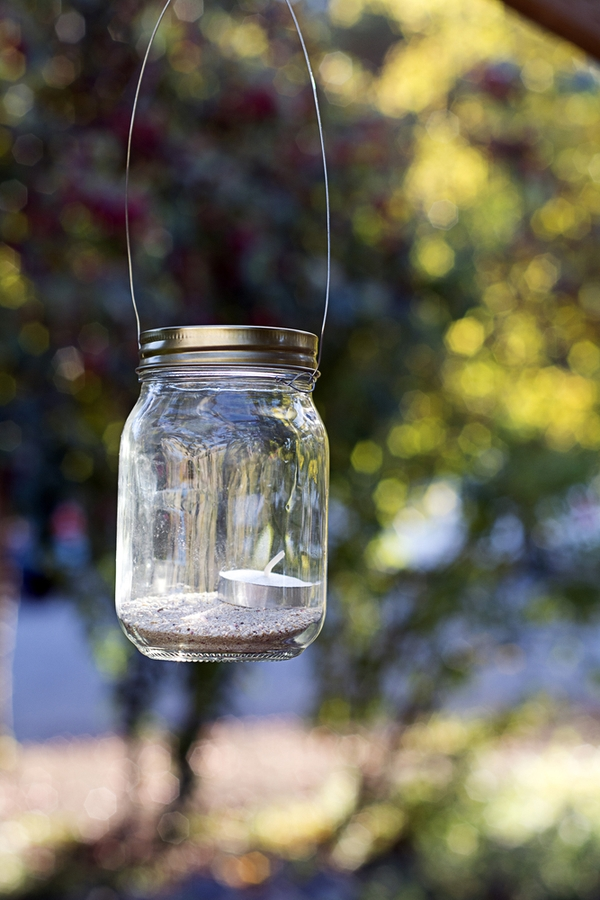 Do you love amazing rustic home DIYs? If you do, you will love these ideas! This mason jar light can be a lantern or a centerpiece. It's super easy to make and so adorable!