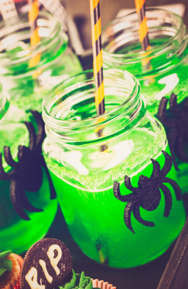 Mason jars are perfect for drinking glasses and are easy to customize for Halloween. Here are 20 spellbinding fall mason jar crafts DIY ideas!