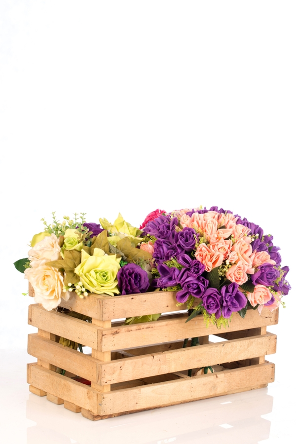 Do you love amazing rustic home DIYs? If you do, you will love these ideas! There is nothing more charming than a crate full of flowers!