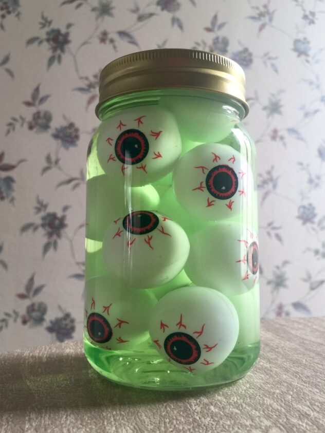 This jar full of creepy eyes is the perfect addition to your Halloween decor this year. Here are 20 spellbinding fall mason jar crafts DIY ideas!