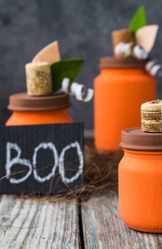 Create your very own pumpkin patch this fall using mason jars! Here are 20 spellbinding fall mason jar crafts DIY ideas!
