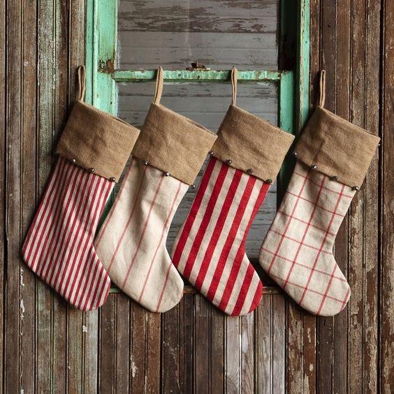 Farmhouse Christmas, Farmhouse Christmas Decor, Farmhouse Decor Ideas, Holiday Decor, Easy Rustic Christmas Decorations, Easy Farmhouse Decorations, Popular Pin, Easy Christmas Decor