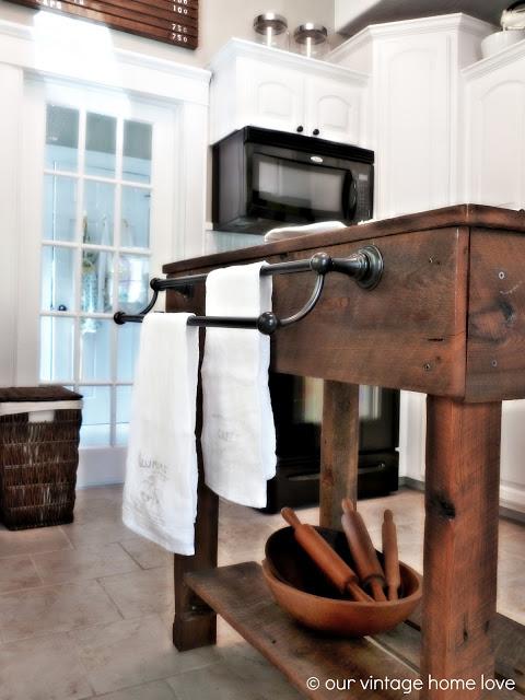 Rustic Kitchen, Kitchen Island Ideas, Rustic Kitchen, Rustic Kitchen Decor, DIY Kitchen Decor, Rustic Kitchen Decor, Kitchen Island, DIY Kitchen Island, Kitchen Island Decor Ideas, Popular Pin