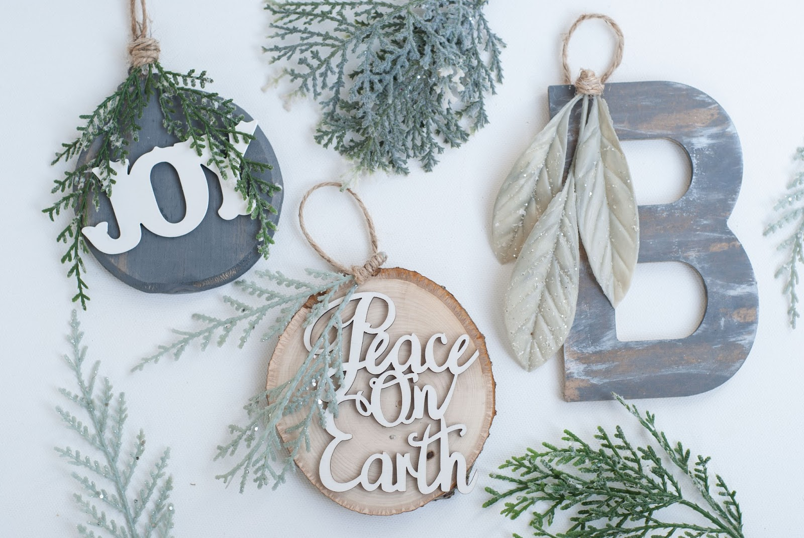 12 DIY Rustic Ornaments for Christmas| Rustic Ornaments, DIY Ornaments, Holiday Ornaments, DIY Christmas, DIY Christmas Ornaments, Holiday Crafts, Holiday Craft Projects, Crafts, Christmas Crafts #ChristmasOrnaments #Christmas #HolidayCrafts