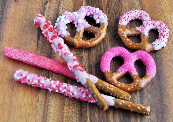 12 Scrumptious Valentines Day Snacks| Valentines Day Snacks, Valentines Day Recipes, Holiday Recipes, Fast Holiday Recipes, Snack Recipes, Popular Pin #ValentinesDay #Snacks #Recipes