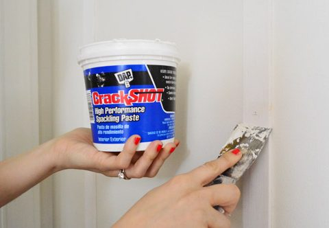 Easily Repair Nail Holes in Your Wall| Home Improvement, Home Improvement Hacks, DIY Home, DIY Home Improvements, Easy Home Improvement Hacks, Home Decor DIYs, Popular Pin #HomeImprovements #HomeDecor