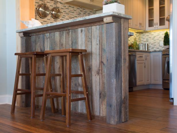 How to Distress Wood for Planked Decor  Distressed Wood, DIY Distressed Wood, DIY Home, DIY Rustic Home, Rustic Home Decor, Home Decor Hacks, #RusticHome #RusticHomeDecor #HomeDecor