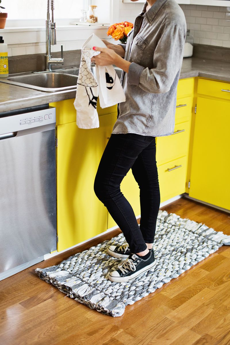 9 Rag Rugs You Can Make Yourself  Rag Rug, Rag Rug DIY, Rag Rug Tutorial, Rag Rugs How to Make A, Crafts, Crafts to Make and Sell, DIY Home Decor on a Budget #CraftstoMakeandSell #RagRugDIY #RagRugTutorial