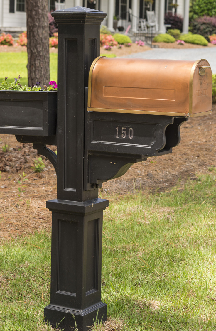 Home upgrades on a budget are possible! These 10 projects are easy and they look great. Your curb appeal will go up by so much by just painting your mail box!