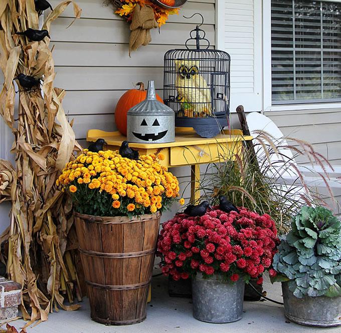 Farmhouse Fall Porch Decor - Festive Fall Porch Decor with Repurposed Farmhouse Fall Porch Decor with Repurposed Home Decor