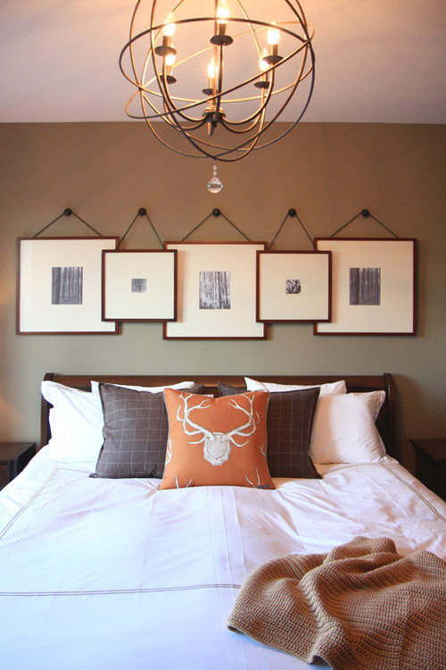 Farmhouse Style Bedroom Decor Ideas: Layered Picture Gallery