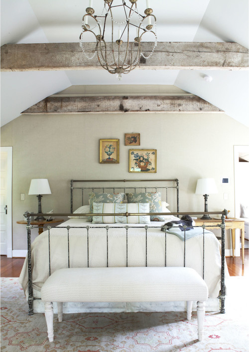 Farmhouse Style Bedroom Decor Ideas: Vintage Decor