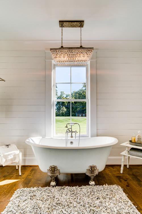 Modern Farmhouse Decor with Classic Style: Clawfoot Tub