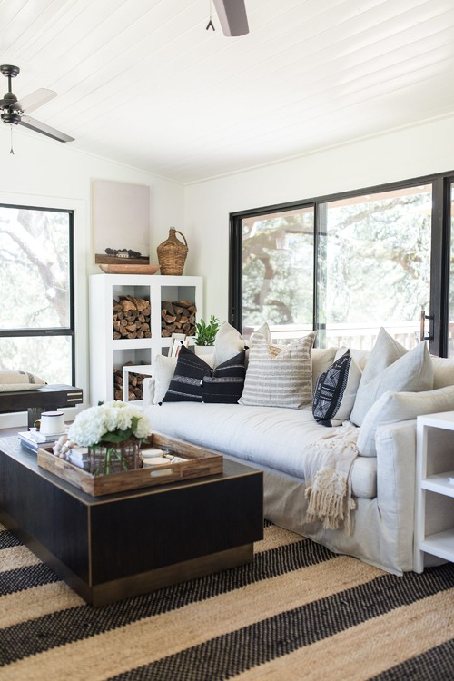 Modern Farmhouse Decor with Classic Style: Black Window Trim