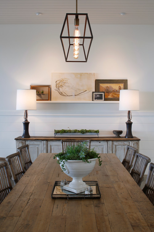 Modern Farmhouse Decor with Classic Style: Reclaimed Wood Farmhouse Dining Table