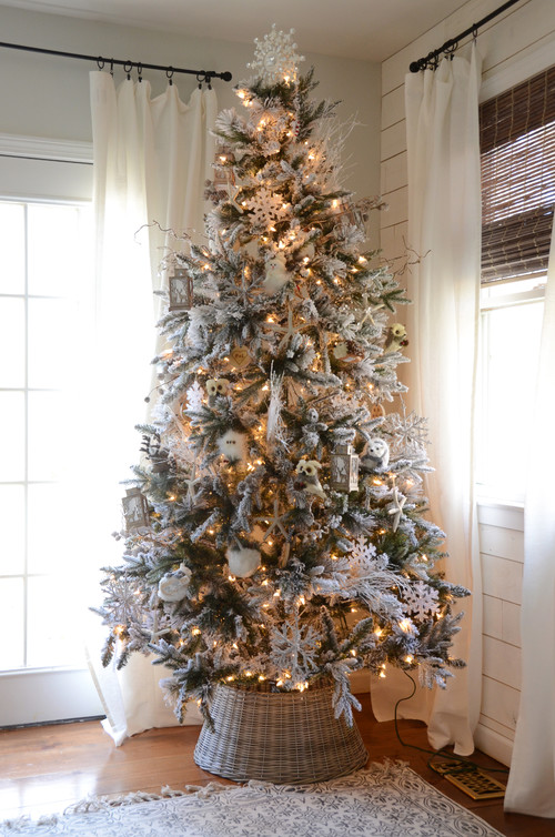 Shabby Chic Farmhouse Christmas Tree