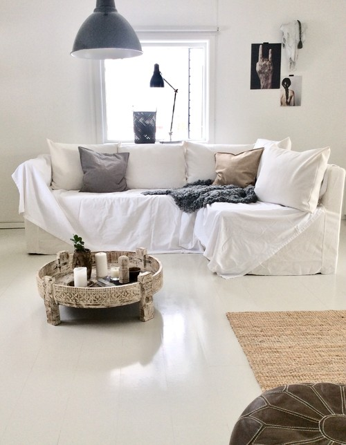 Cozy Scandinavian Living Room with White Couch and Pillows