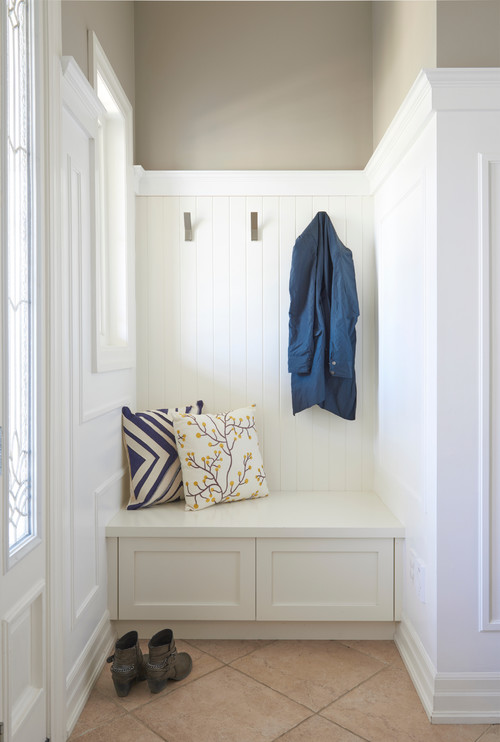 Modern Farmhouse Mudroom Built-in Bench with Wall-Hooks #modernfarmhouse