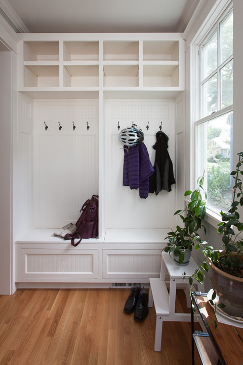 Modern Farmhouse Mudroom Built-in Cabinet with Bench, Hooks and Cubbies #modernfarmhouse