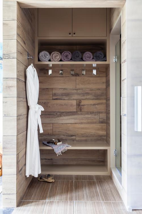 Modern Farmhouse Mudroom Area in the Bathroom #modernfarmhouse