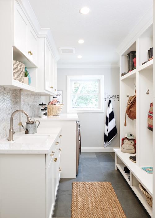 Modern Farmhouse Mudroom Laundry Room Combination #modernfarmhouse