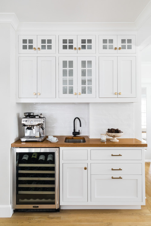 Built-in Kitchen Coffee Bar and Drink-Station