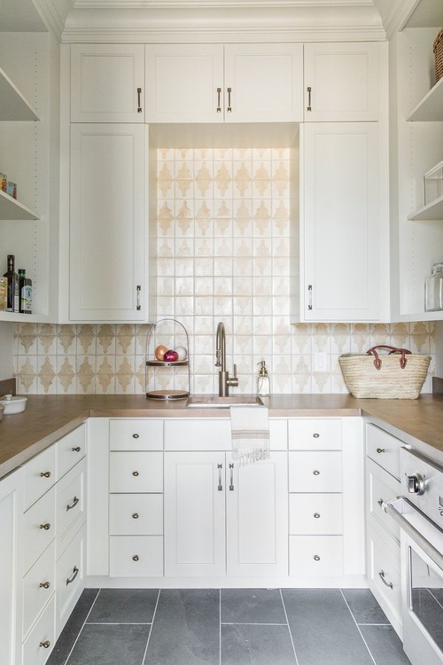 Modern Farmhouse Mountain Home Butlers Pantry with Stove