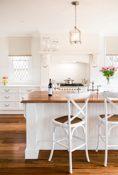 Modern Farmhouse White Kitchen with Country Charm