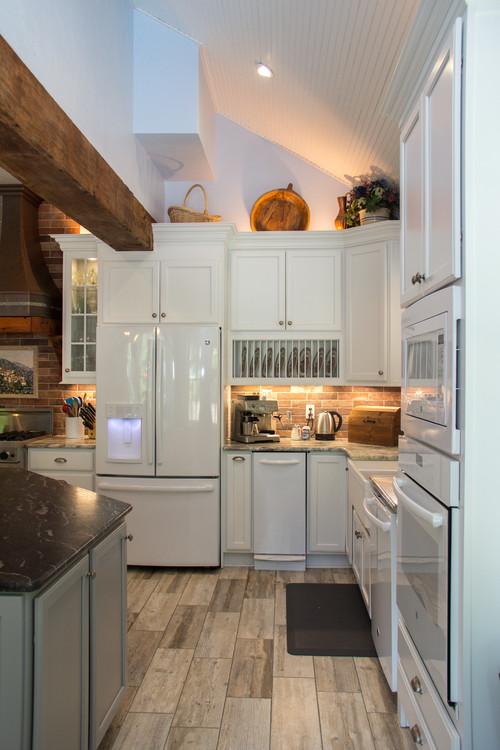 Modern Farmhouse Kitchen with Under Cabinet Lighting