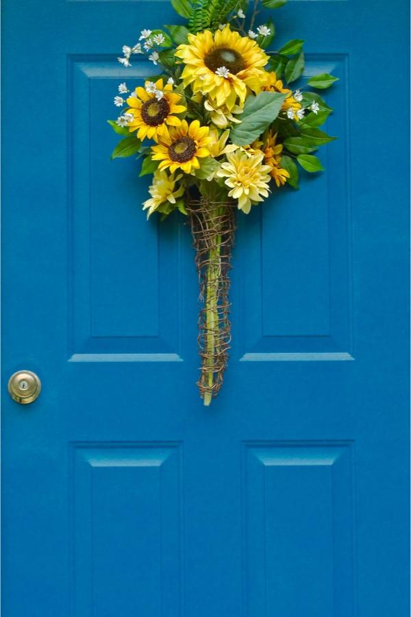 summer front door wreaths | home decor | wreaths | summer wreaths | decor | porch decor | summer porch decor | summer wreath ideas