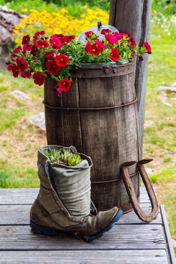 Rustic DIYs for Your Porch   outdoor decor   rustic diys   rustic diys for the porch   diy   rustic   rustic diy   decor   porch decor   rustic decor