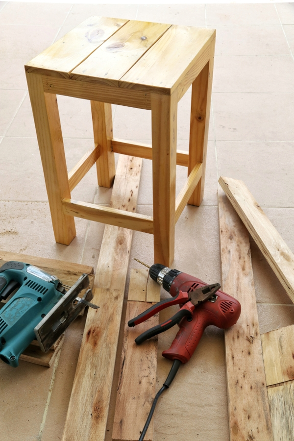 DIY Rustic Tables | home decor rustic | rustic tables | diy | diy projects | furniture | diy furniture