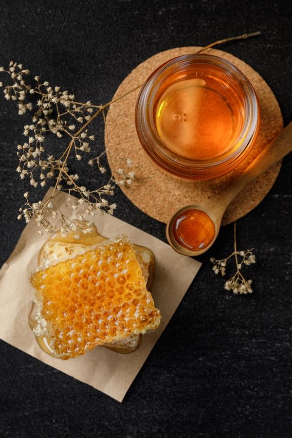 Benefits of keeping bees | beekeeping | DIY | keeping bees | rustic life | bees