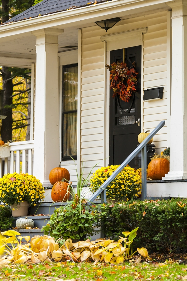 There is nothing better than amazing Fall porch decor. Check out these Fall porch decor ideas to keep your porch looking perfect all Fall long.