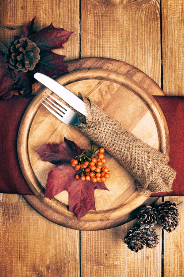 Is there anything better than a beautiful table set up for Thanksgiving? Here are some beautiful rustic Thanksgiving table decor ideas that everyone will love!