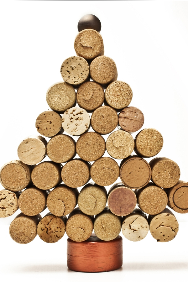 Calling all wine lovers! One of the best Rustic Christmas Decorations involves all of those wine corks. Save them up to make this adorable Christmas tree!