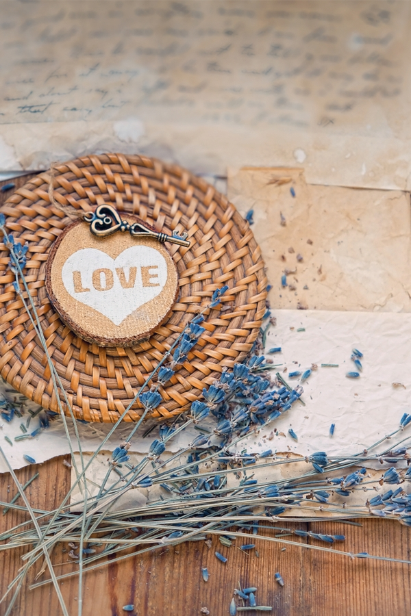 Do you love handmade decor in your home? These primitive Valentines Day decor will be the perfect addition! They are so cute and will look so festive.