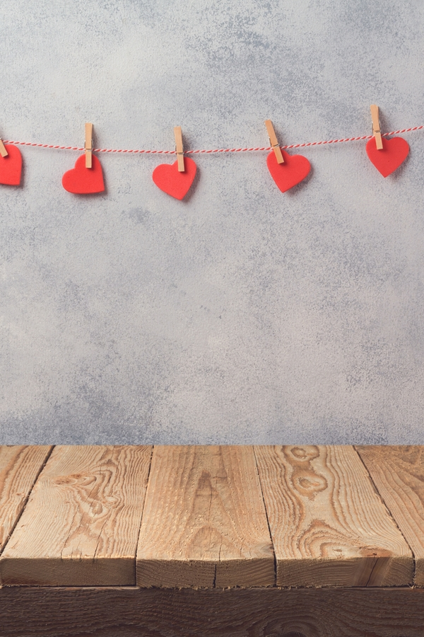 Fun DIY garland is such a fun idea for any holiday. This heart garland is so cute for Valentines Day. For more primitive Valentines Day decor ideas, look here.