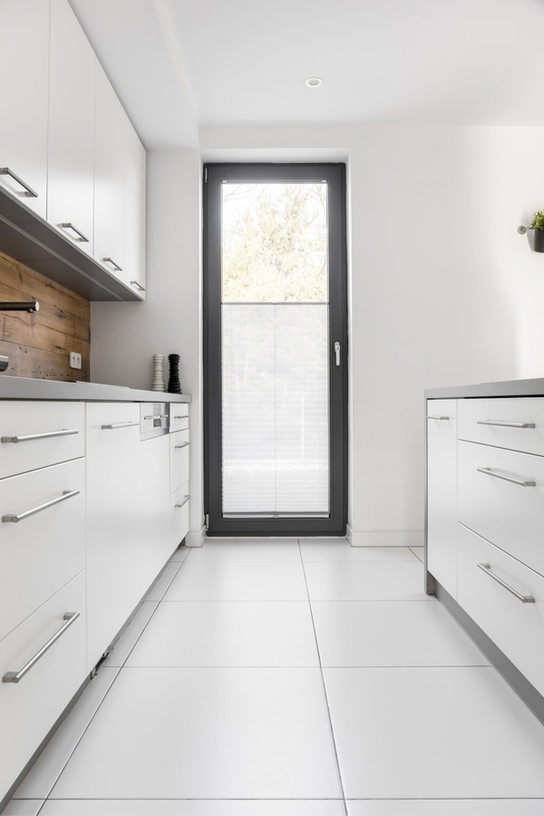 Today we're talking primitive kitchen farmhouse style. It's a fabulous combination of two complimentary design styles that we love here at Pickled Barrel. Having your backsplash be reclaimed wood is a unique design element.