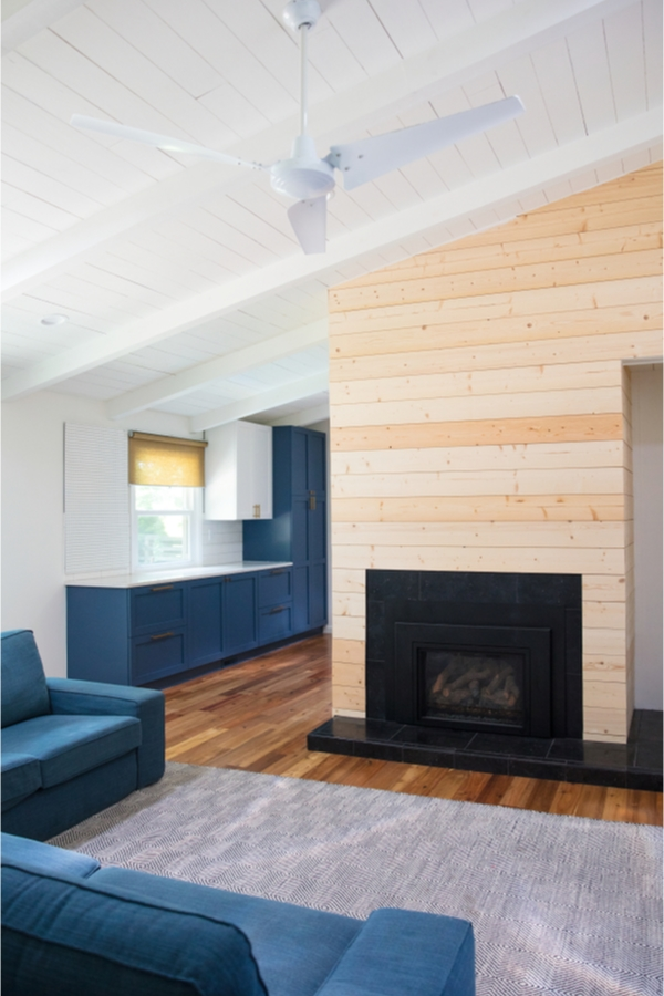 What are your favorite elements of modern farmhouse design? One of my favorite elements is a modern farmhouse fireplace with shiplap. If you need inspiration for a new build or ways to give your existing fireplace more appeal, these modern farmhouse fireplace ideas are sure to inspire you. This natural shiplap is so trendy!