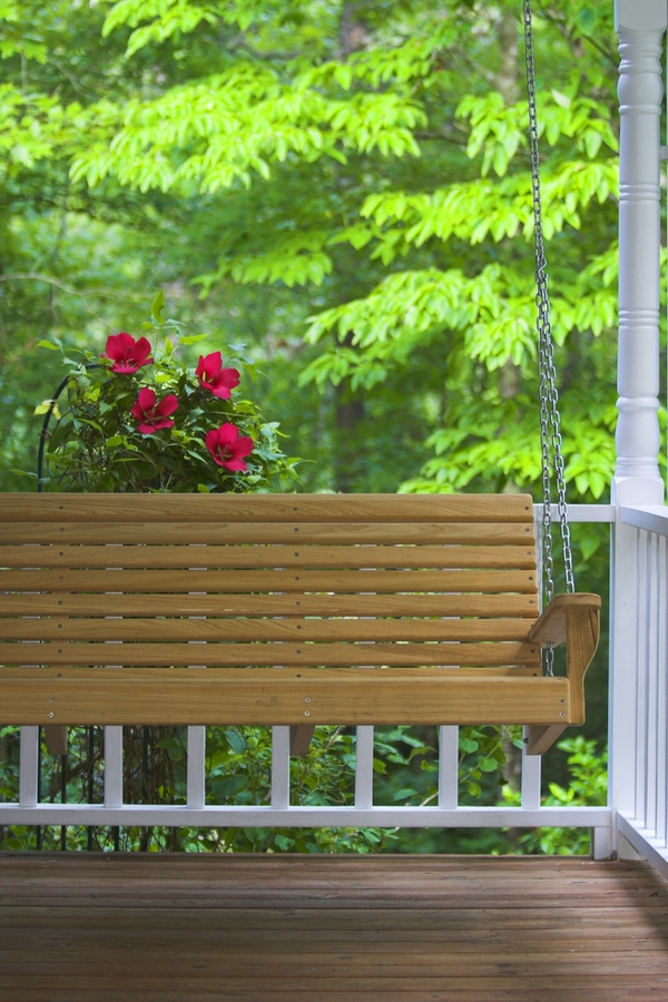 Why buy a farmhouse porch swing when you can build your own like one of today's fabulous farmhouse porch swing DIY projects? We love a good porch swing, but it's even better when you build it yourself! Check out these farmhouse porch swings by Ana White.