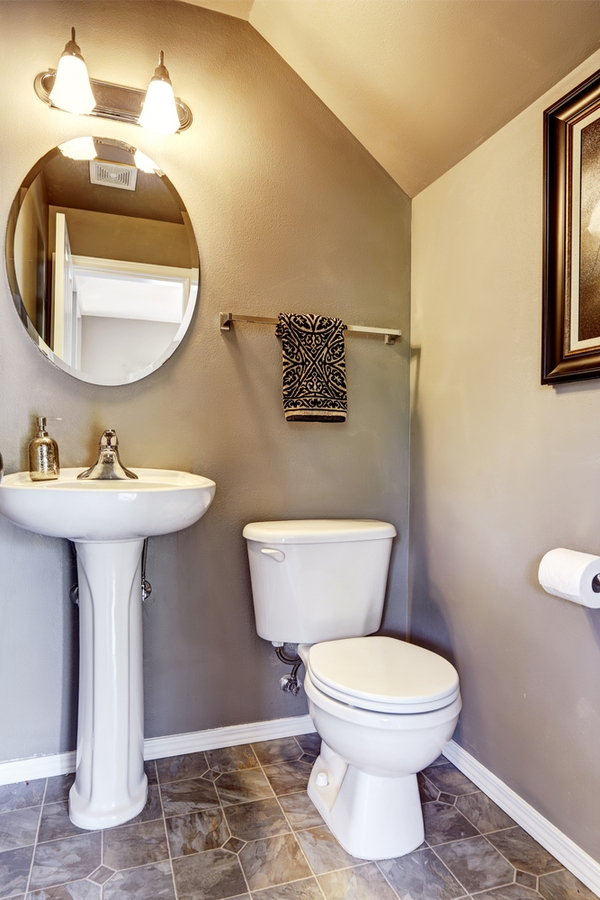 Utilizing and decorating a small bathroom can be tricky, but it is possible to have a charming modern farmhouse bathroom in a small space! Modern farmhouse bathroom mirrors are usually oval (because that's a classic look).