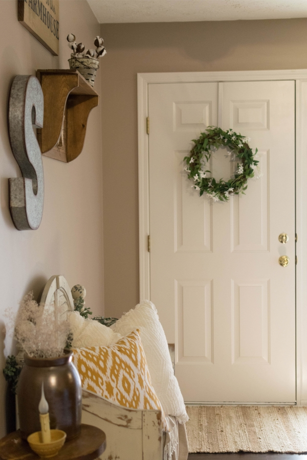 Joanna Gaines inspiration definitely hasn't lost its appeal. Everyone still wants Joanna's ideas and decorating style! Today I'm sharing my favorite Joanna Gaines inspiration. These living room ideas will have you falling in love!