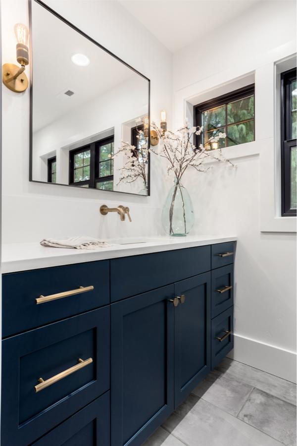 Modern farmhouse bathroom ideas are always a welcome diversion. Here are some farmhouse bathroom ideas Joanna Gaines would approve of. Take a look!