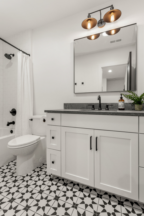 Modern farmhouse bathroom ideas are always a welcome diversion. Here are some farmhouse bathroom ideas Joanna Gaines would approve of. You don't want to miss these!