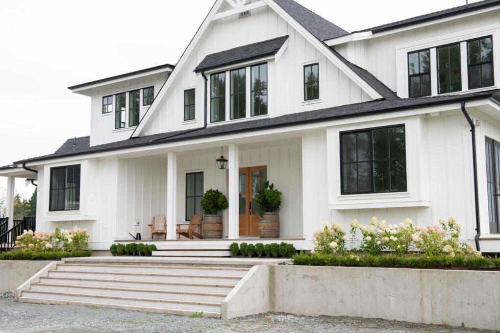 Choose the correct colors for your modern farmhouse landscape