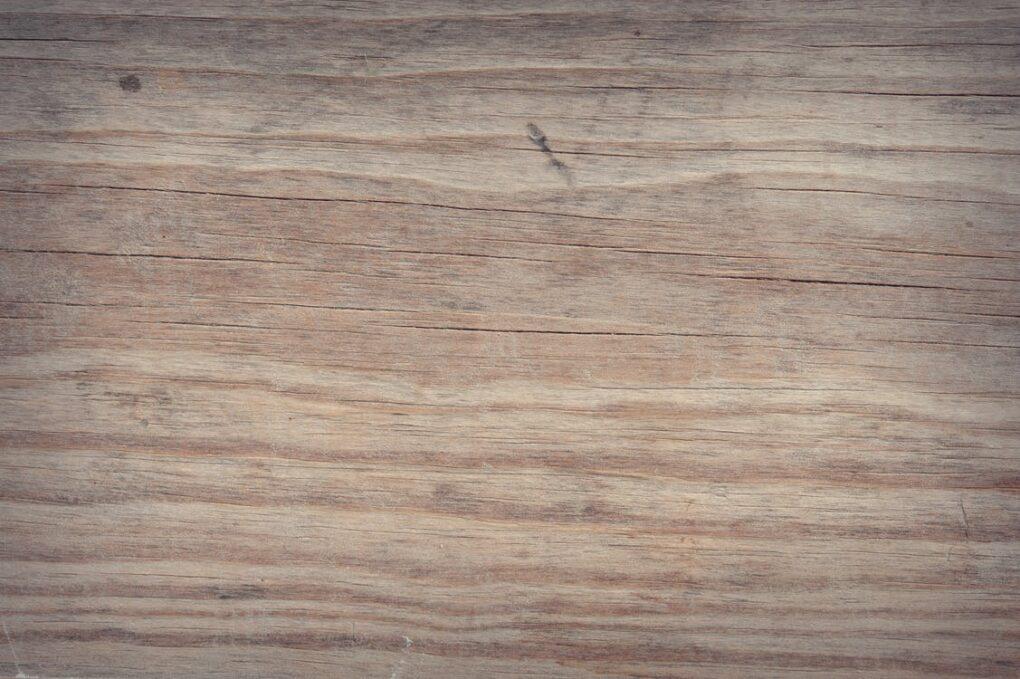 Bleaching a wooden panel